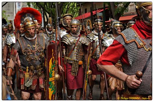 GRANDS JEUX ROMAINS NIMES 2013 - LE DEFILE LEGIO VI VICTRIX