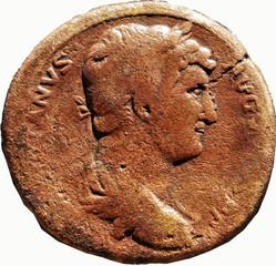 HADRIEN (117-138)  9 A/ Tête laurée à droite. )ANVS-AVGVS( ) P P
