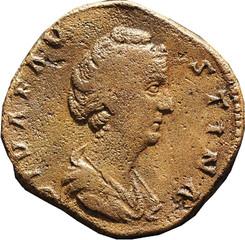 FAUSTINE MERE (139-141) (Femme d'Antonin le Pieux) A/ Buste drapé à droite avec les cheveux relevés coiffés en chignon. DIVA FAV-STINA