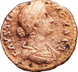 FAUSTINE JEUNE (146-175) (Femme de Marc Aurèle) A/ Buste drapé à droite avec les cheveux relevés coiffés en chignon. FAVSTINA-AVGVSTA