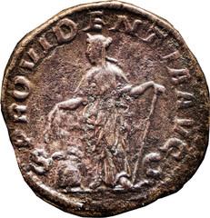 R/ Providentia debout à gauche, tenant deux épis de la main droite et une ancre de la gauche ; à ses pieds : un modius remplis d'épis. S/C PROVIDENTIA AVG Sesterce, Rome, Ric 642b, 232, W17, C1.