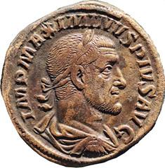 MAXIMIN 1er LE THRACE (235-238) A/ Buste lauré à droite, drapé et cuirassé, vu de ¾ arrière. IMP MAXIMINVS PIVS AVG