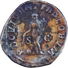 R/ Providentia debout à gauche, tenant une corne d'abondance de la main gauche et un bâton placé au-dessus d'un globe de la main droite. S/C PROVIDENTIA DEORVM Sesterce, Rome, Ric 19, 238, W20, C4.